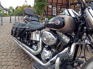 Harley Davidson mit Colt-1