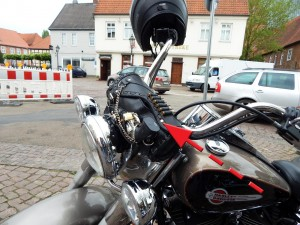 Harley Davidson mit Colt-2