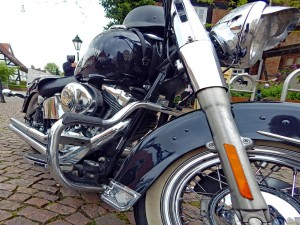 Harley Davidson mit Colt-3