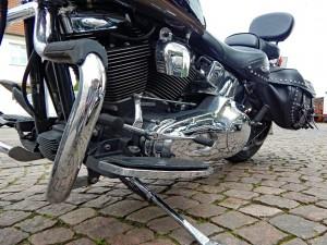 Harley Davidson mit Colt und Munition vor dem MAX in Verden. 18.07.2017