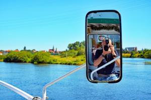 Foto und Selfie zugleich auf der Aller - Nähe Verden (Niedersachsen) vom Schiff aus. 19.09.2017