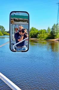 Foto und Selfie zugleich auf der Aller - Nähe Verden (Niedersachsen) vom Schiff aus.  17.09.2017