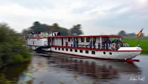 Das Schiff Weserstolz aus Bremen an der Schiffsanlegestelle in Verden auf der Aller. 2019