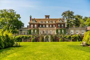 Old Westbury Gardens Westbury House (c) Discover Long Island