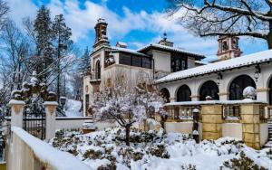 Vanderbilt Museum Arcade-Garden-Snow (c) Discover Long Island