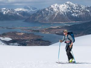 SKIING-HAMISH-SMITH-LOFOTEN-NORWAY-PHOTO-PETE-OSWALD-01-6678644- Photo Pete Oswald