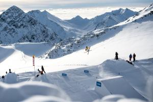 FIS-Freeski-World-Cup-Stubai-Rider-Henrik-Harlaut-c-Andreas-Vigl-0508