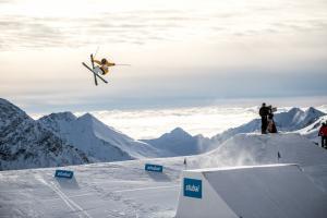 FIS-Freeski-World-Cup-Stubai-Rider-Henrik-Harlaut-c-Andreas-Vigl-0883