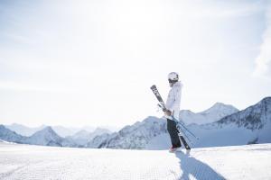 Stubaier Gletscher Andre Schönherr Sonnenskilauf media  10