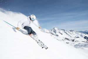 Stubaier Gletscher Andre Schönherr Sonnenskilauf media  9