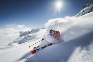 powder-department-stubaier-gletscher-ander-schoenherr-faceshot-print
