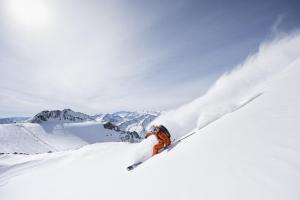 powder-department-stubaier-gletscher-andre-schoenherr-powder-day