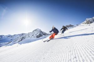 skifahren-stubaier-gletscher-andre-schoenherr-daunferner-print