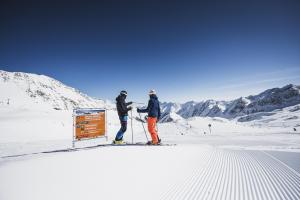 skifahren-stubaier-gletscher-andre-schoenherr-wilde-grubn-print