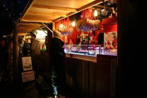Essensstand auf dem Sylter Wintermarkt in Westerland