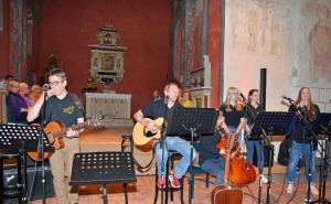 Popchor trifft Kirchenband-52